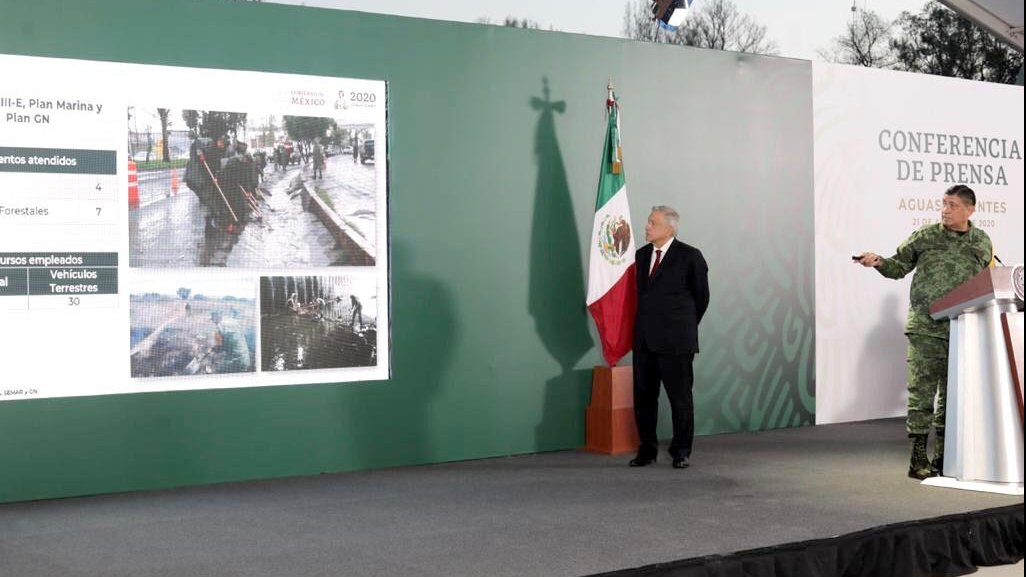 President López Obrador and SEDENA head Luis Cresencio Sandoval during today's briefing in Aguascalientes.