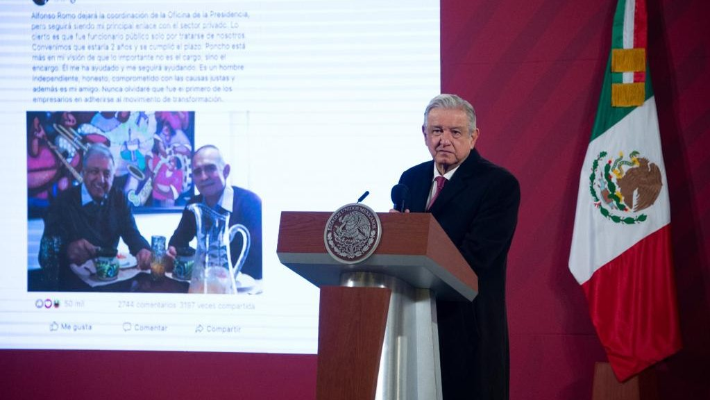 President López Obrador projected the tweet he sent yesterday annoucing Alfonos Romo's departure.